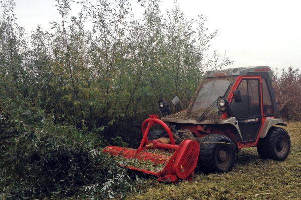 débroussaillage au tracteur reform et broyeur à marteau fixe