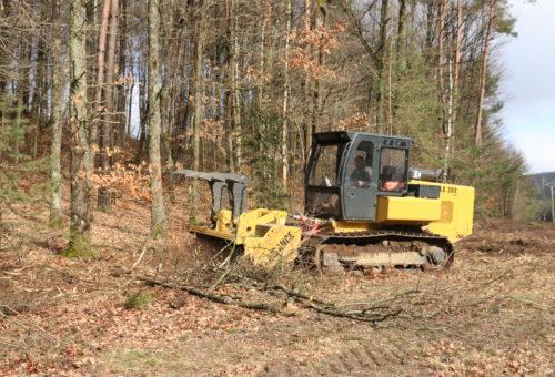 broyeur galotrax sur broyage en bordure de forêt