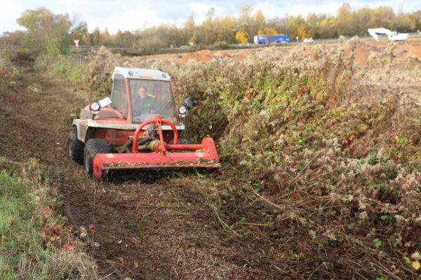 broyage de broussailles au tracteur reform