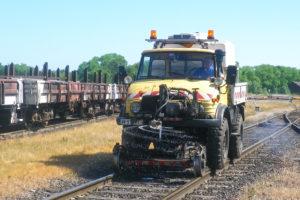 Traitement phytosanitaire sur voie ferrée à l'Unimog rail-route