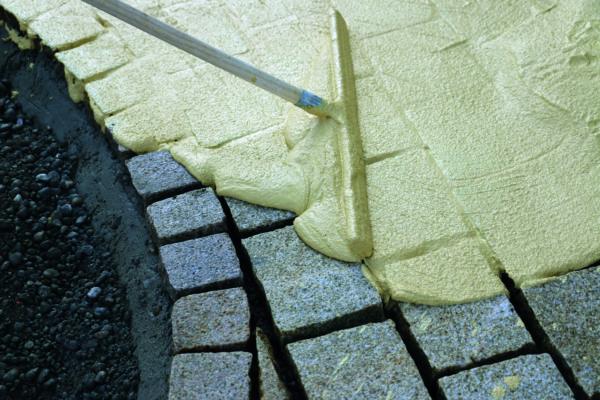 mise en oeuvre des joints entre les pavés